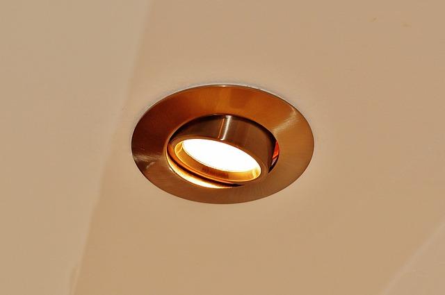 strop, bodové světlo